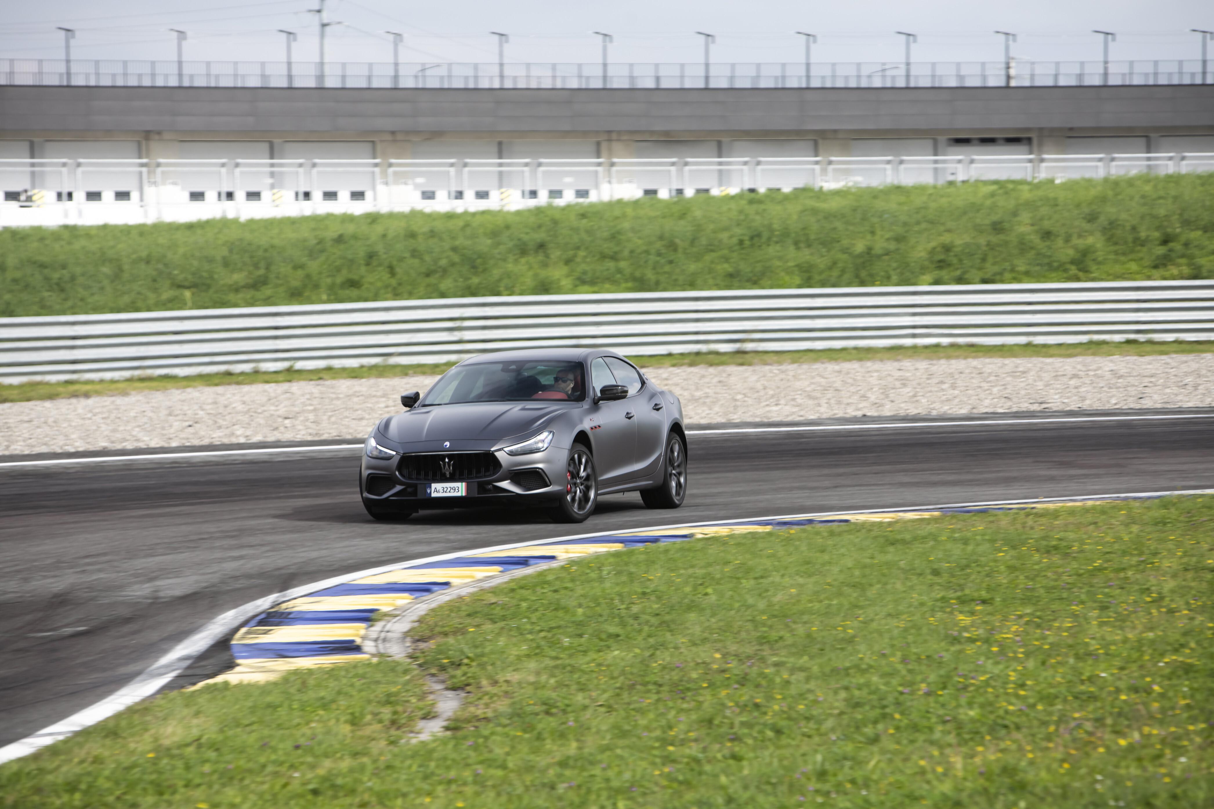 Motor Reviews Maserati Ghibli Trofeo 409