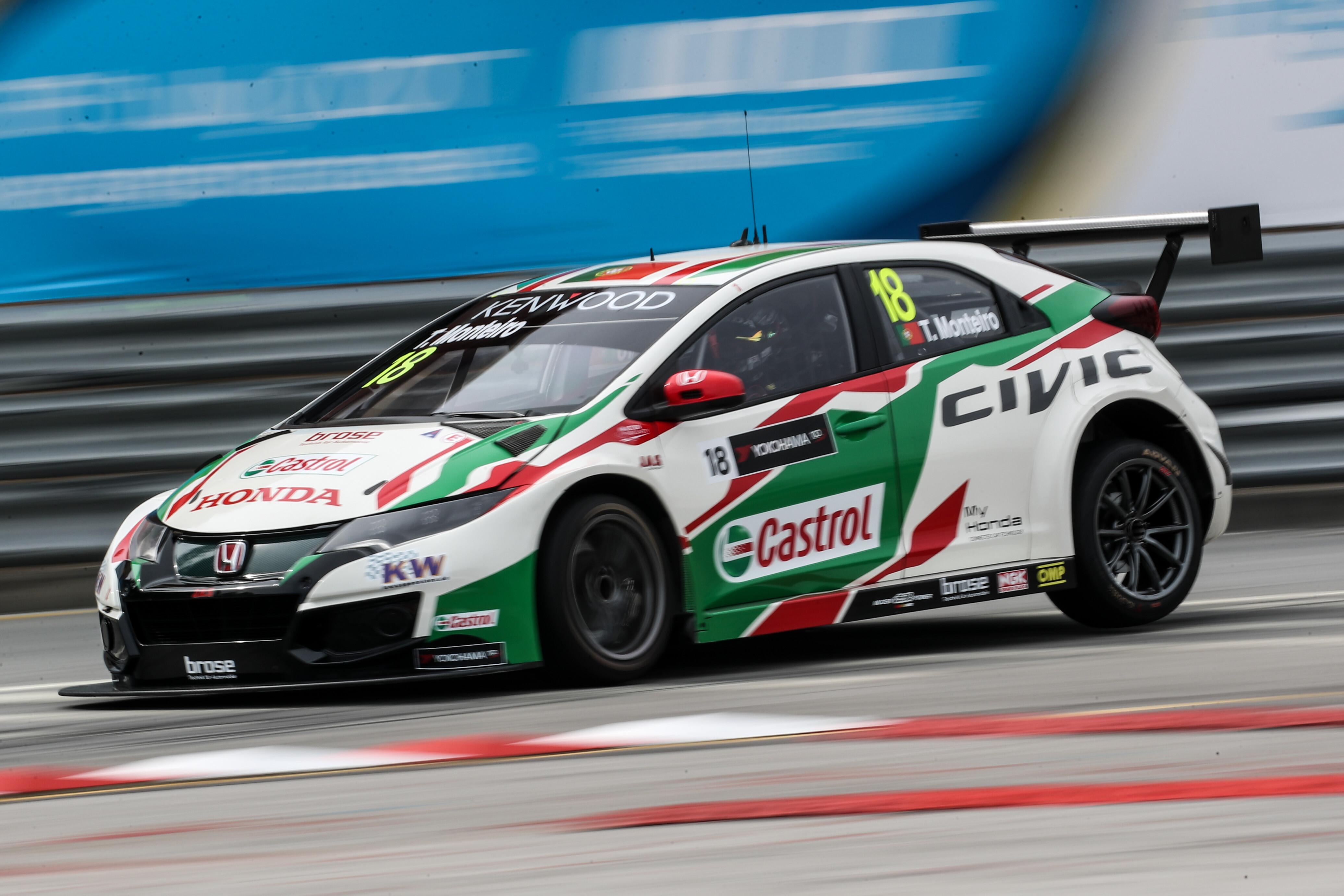 Tiago Monteiro Honda Civic Type R WTCC