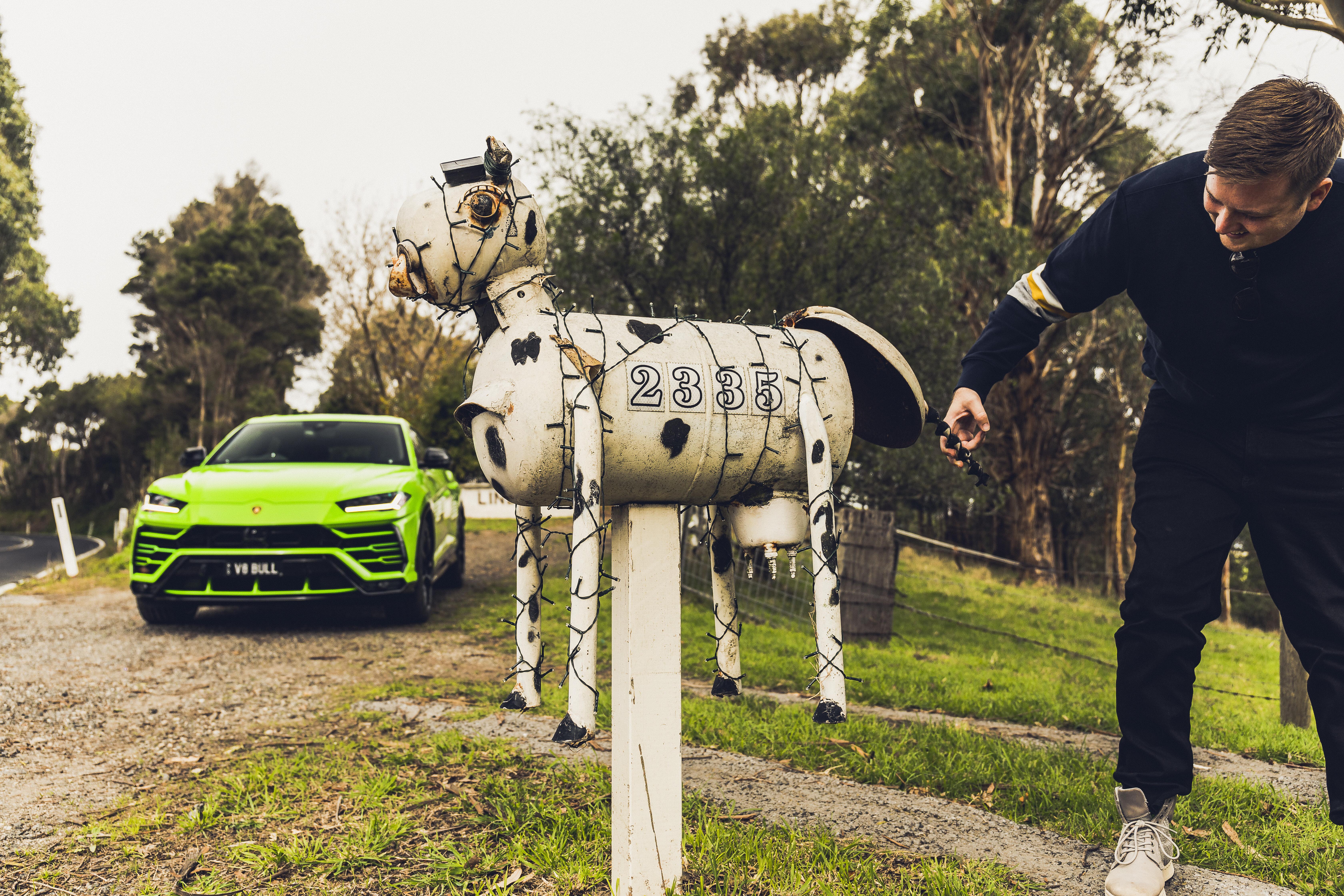 Motor Features Lamborghini Urus Letterbox