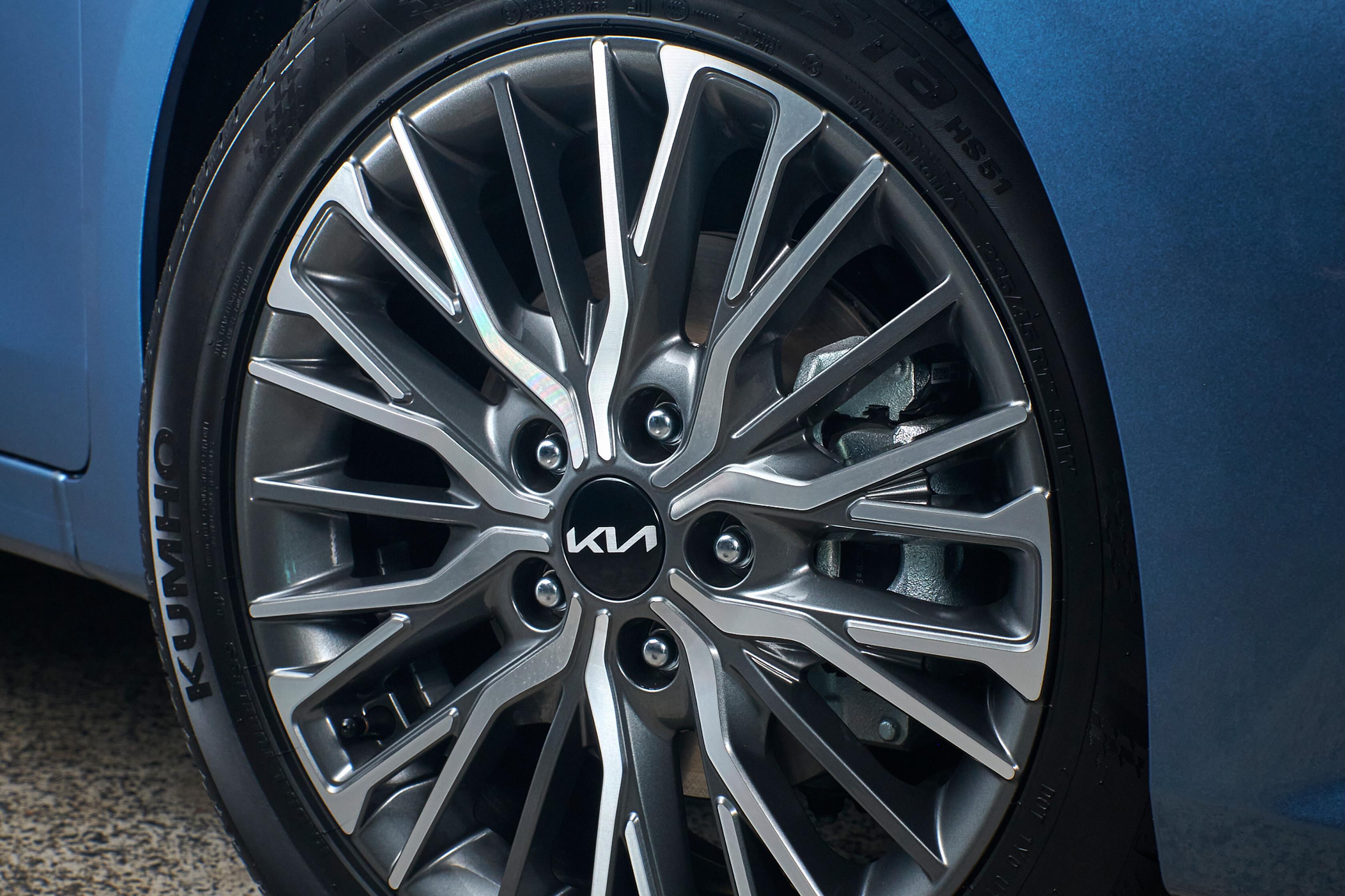 Which Car Car Reviews 2022 Kia Cerato Sport Plus Facelift Wheel