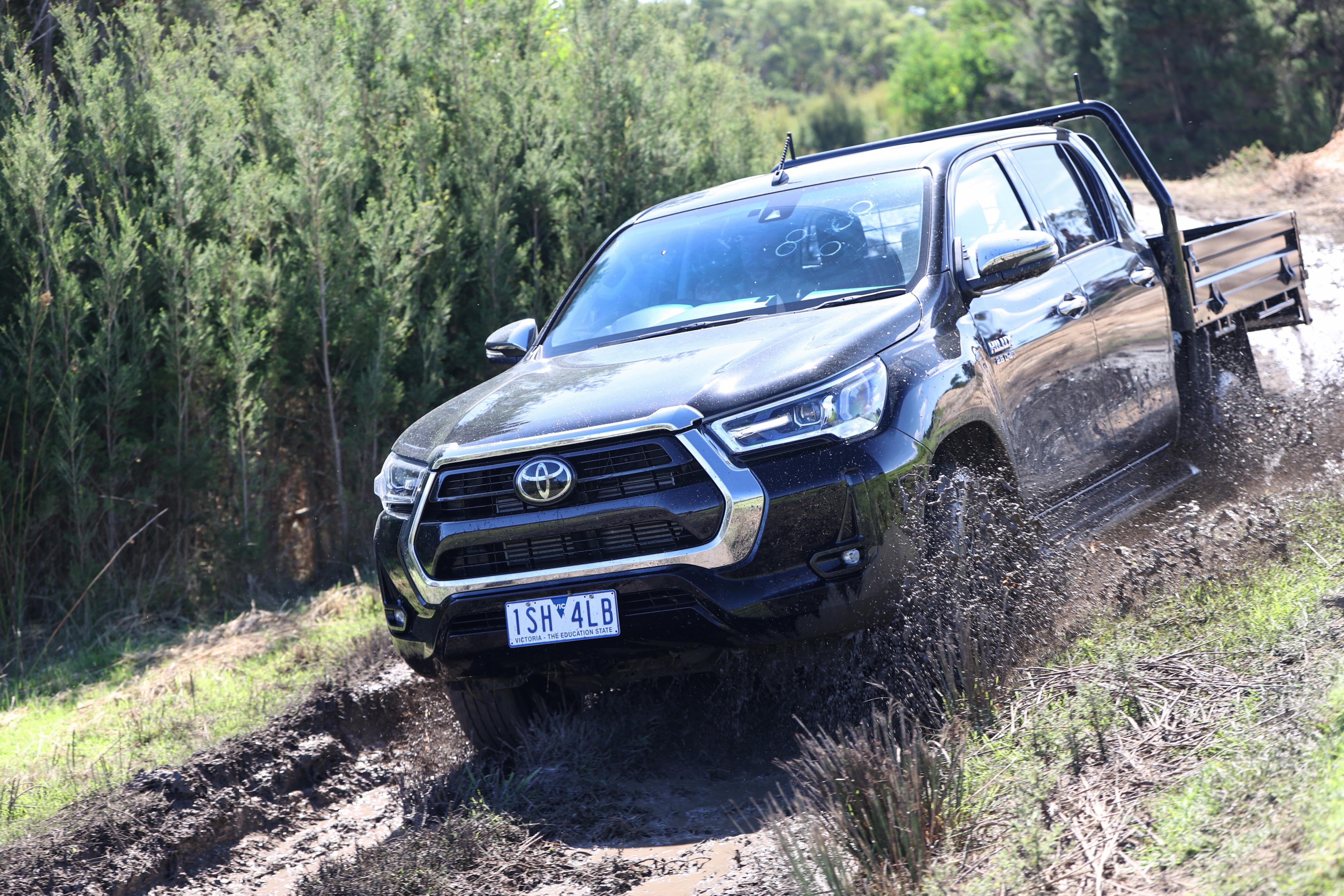 4 X 4 Australia Comparisons 2021 May 21 Toyota Hilux SR 5 4 X 4 Tracks Driving