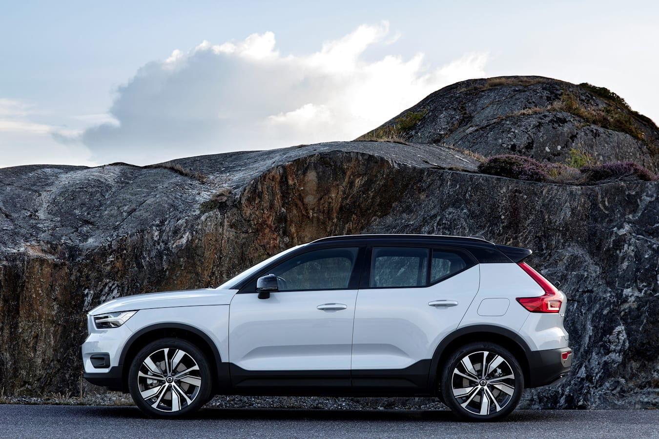 Wheels Reviews 2022 Volvo XC 40 Recharge Pure Electric Design