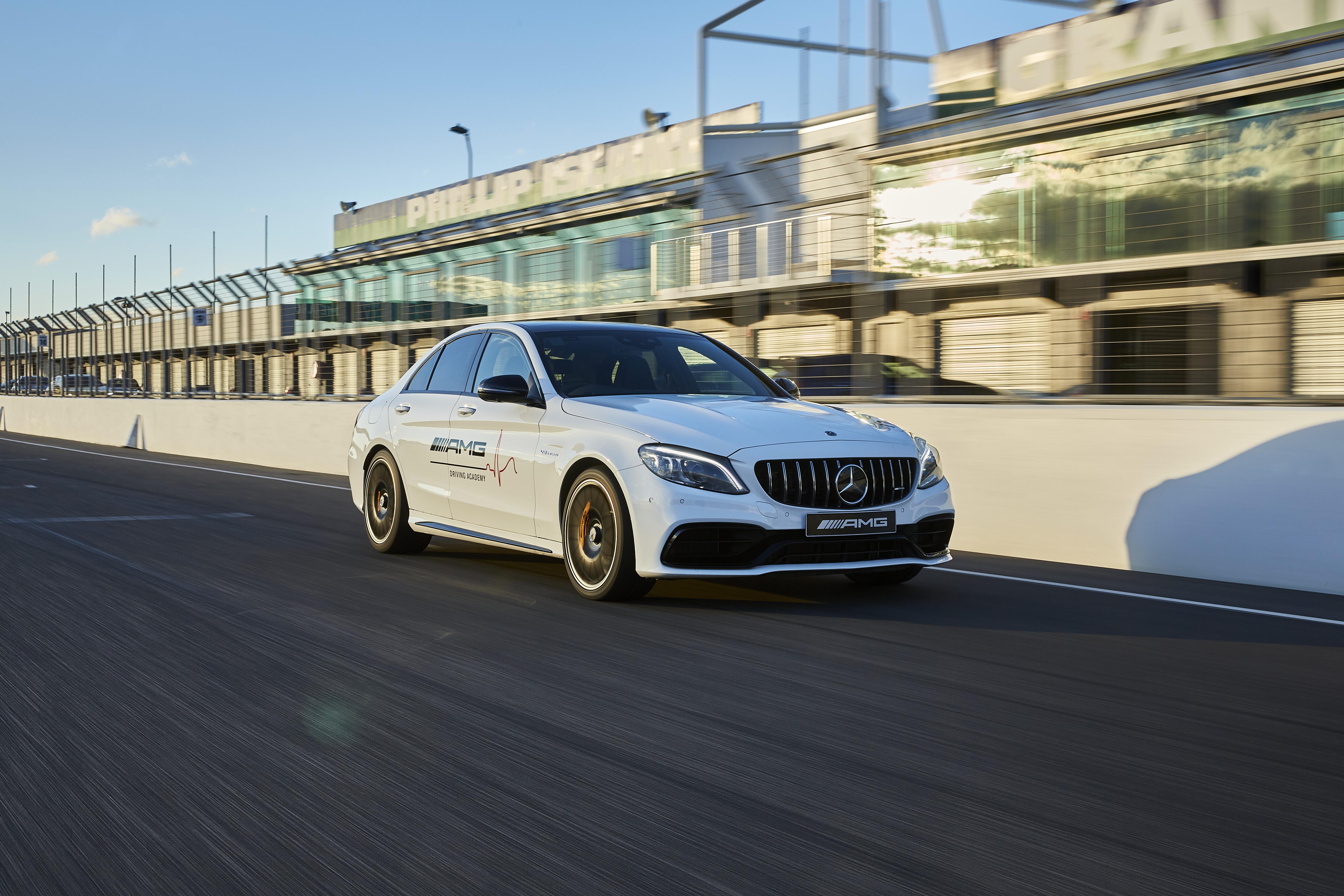 Motor Features Mercedes AMG C 63 S Sedan Phillip Island 1