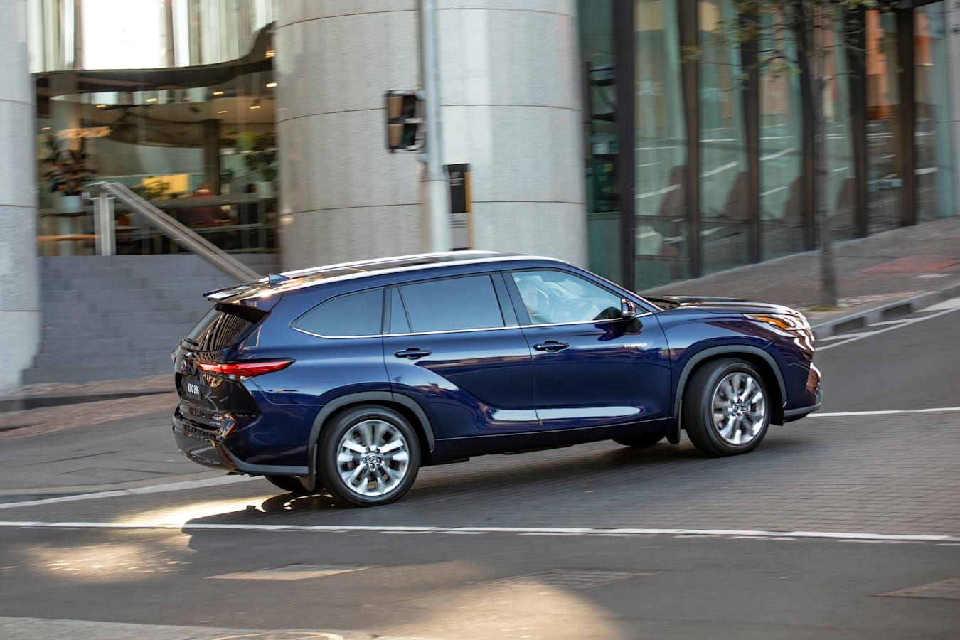 Wheels Reviews 2021 Toyota Kluger Hybrid Australian Model Ride And Handling Review