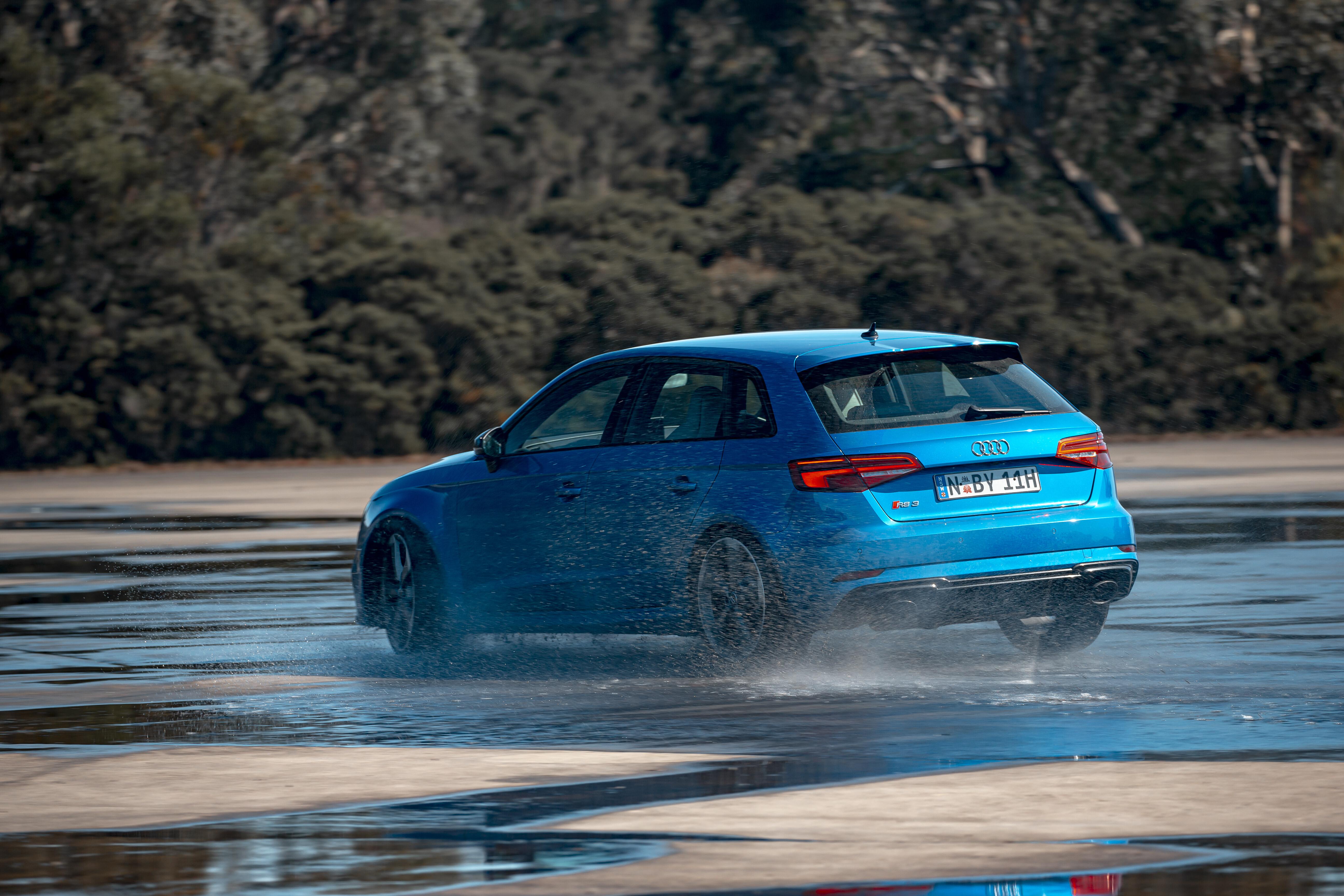 Motor Reviews Audi RS 3 Skidpan Understeer