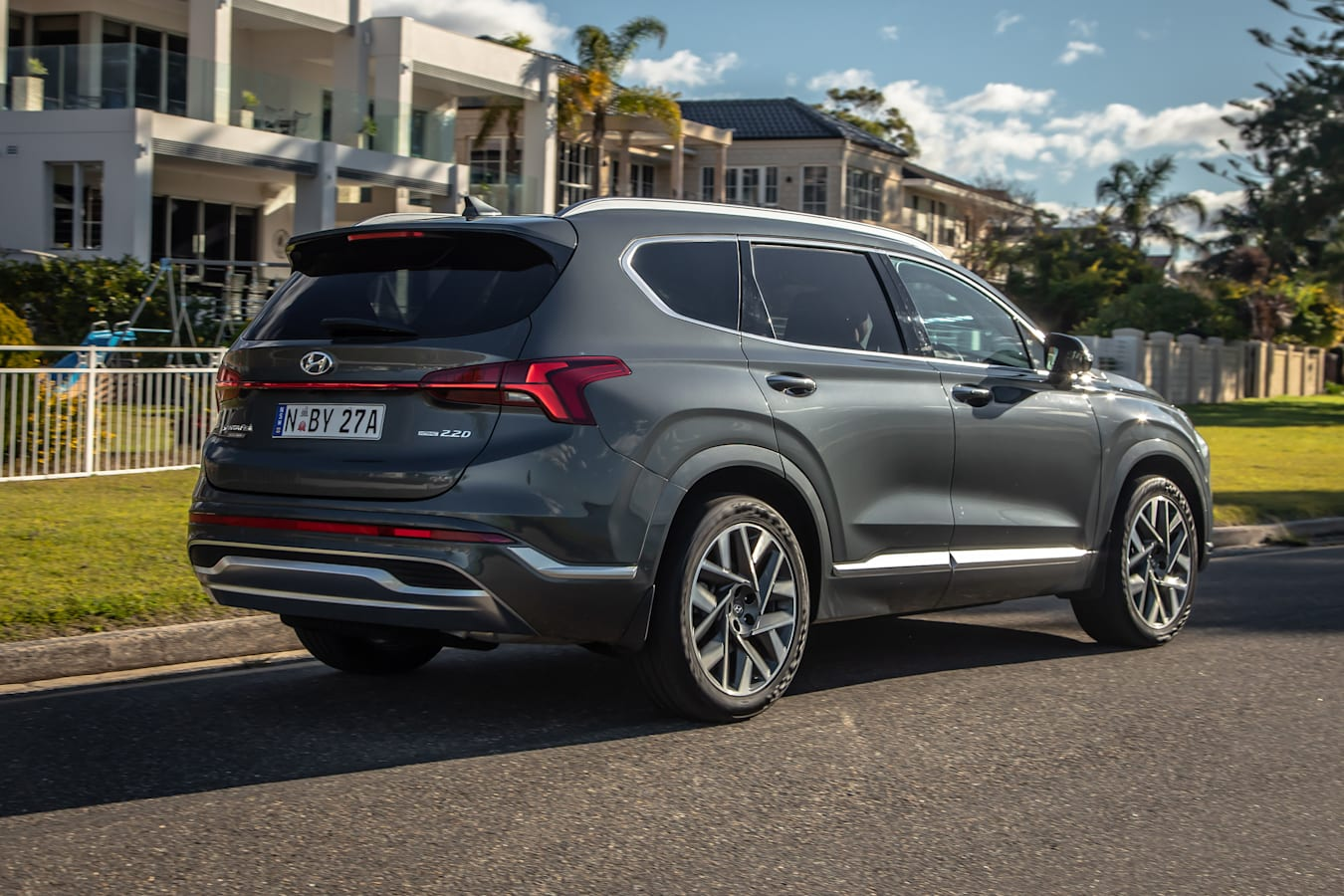 Which Car Car Reviews 2021 Hyundai Santa Fe Highlander Ride And Handling