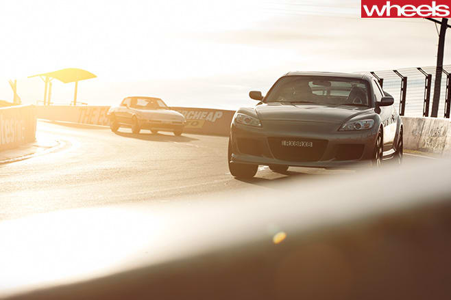 2008-Mazda -RX-8-with -1979-Mazda -RX-7-track -day