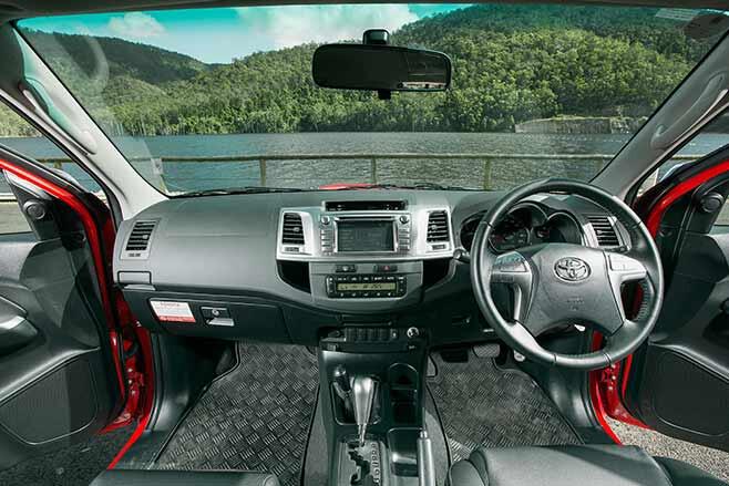 Toyota-Tundra-Crewmax-vs-Toyota-Hilux-SR5-double-cab-hilux-interior