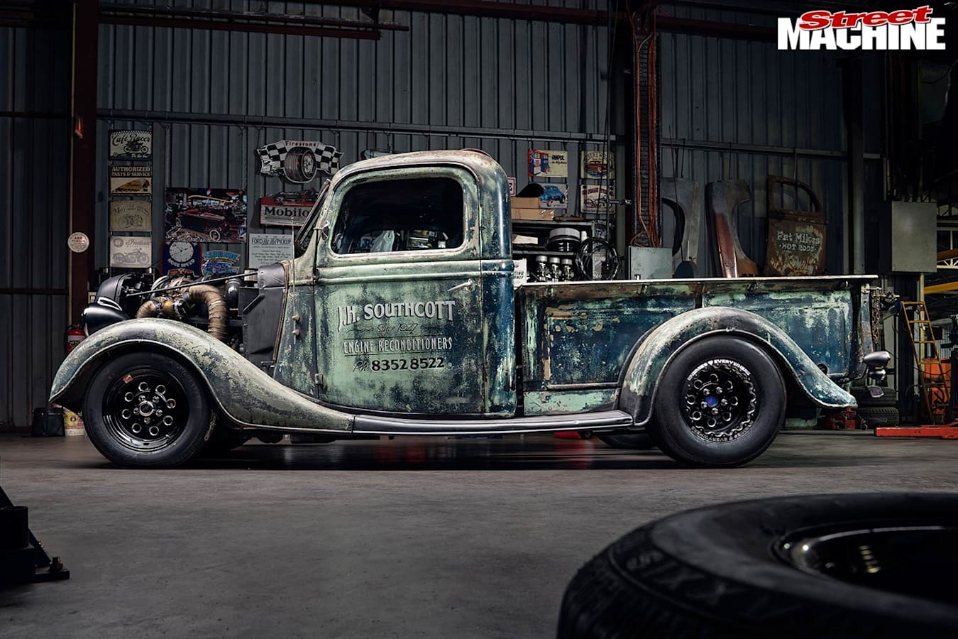 Ford pick-up side
