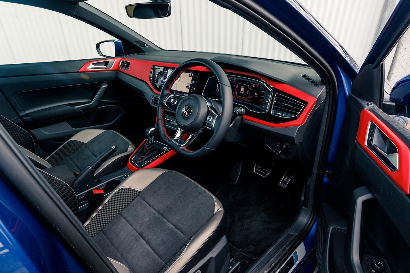Clio V Polo Wide Inside Jpg