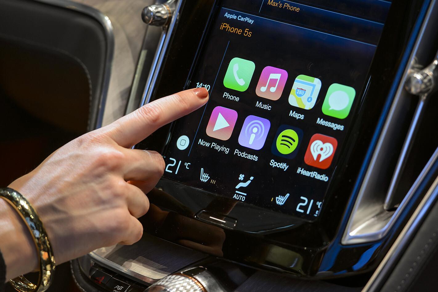 Apple Carplay V Android Auto Apple Carplay Motor Show Jpg
