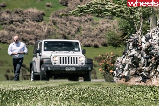 Jeep -Wrangler -driving