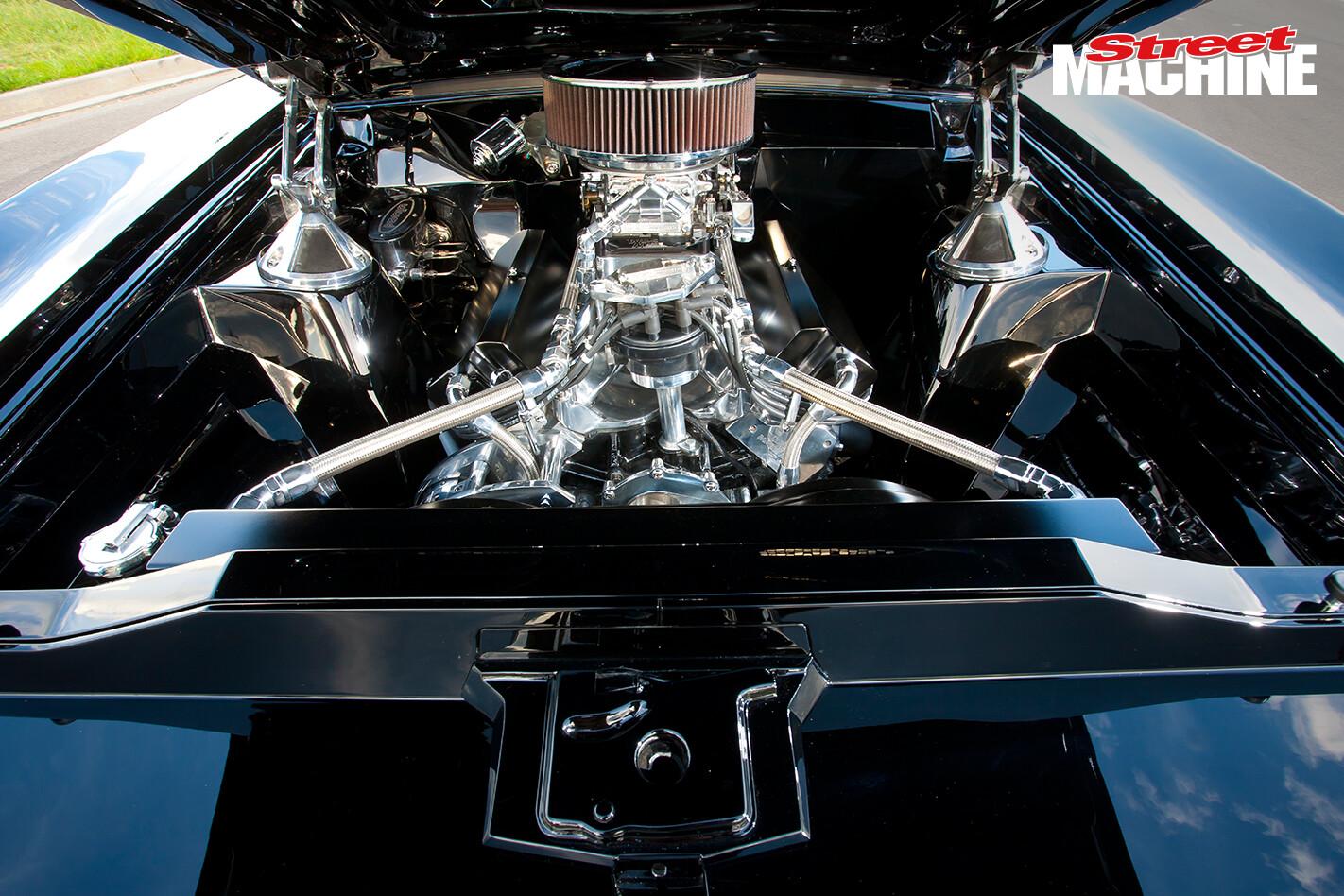 XB Falcon Sedan Windsor Engine 1