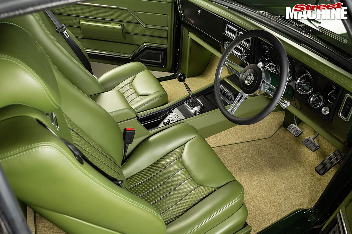 Holden HT Monaro interior