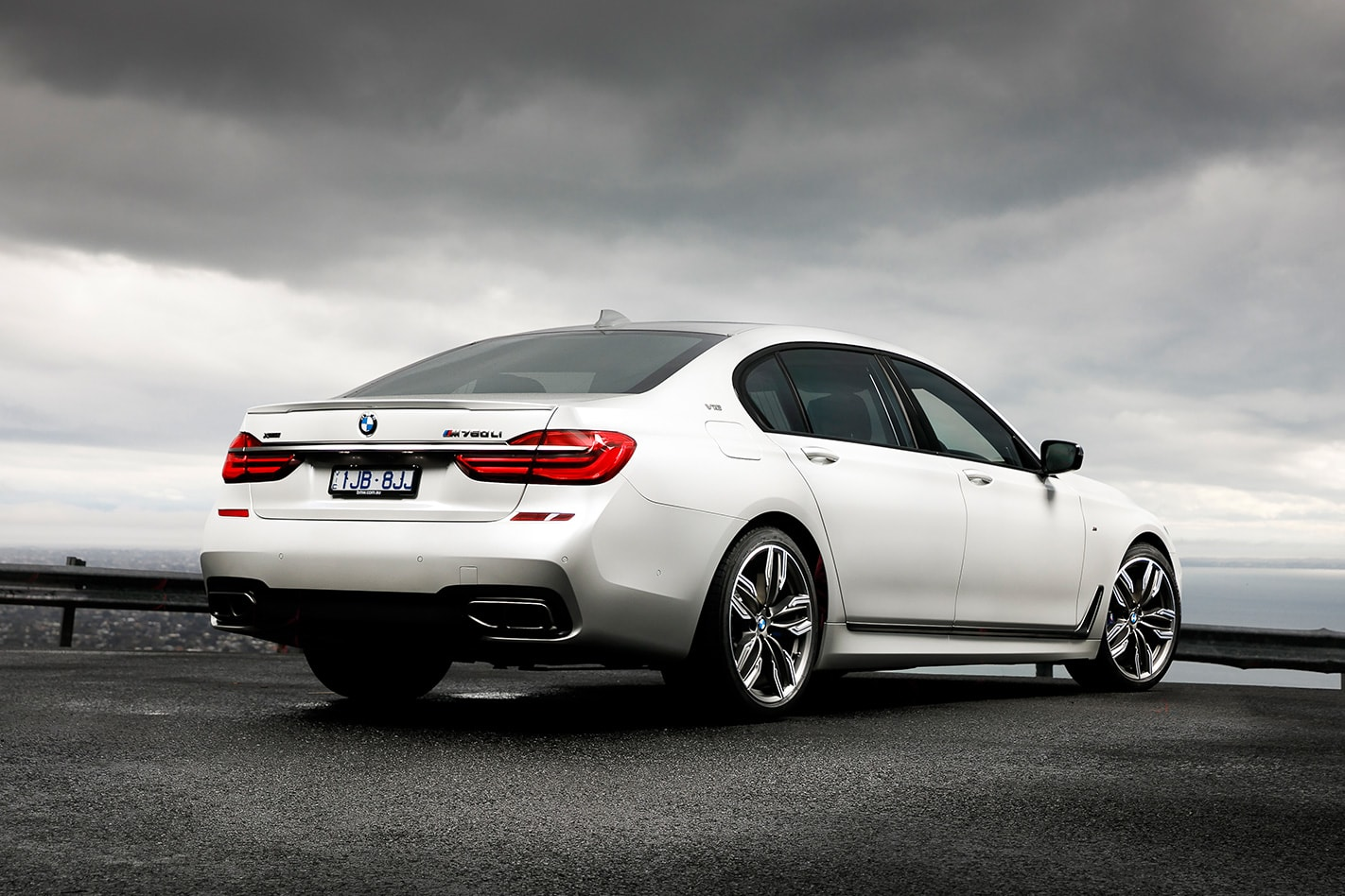 2017-BMW-M760Li-xDrive-exterior.jpg