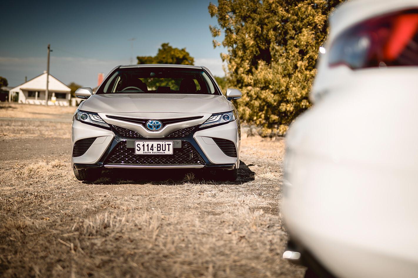 Toyota Camry Hybrid Sl With Commo Jpg