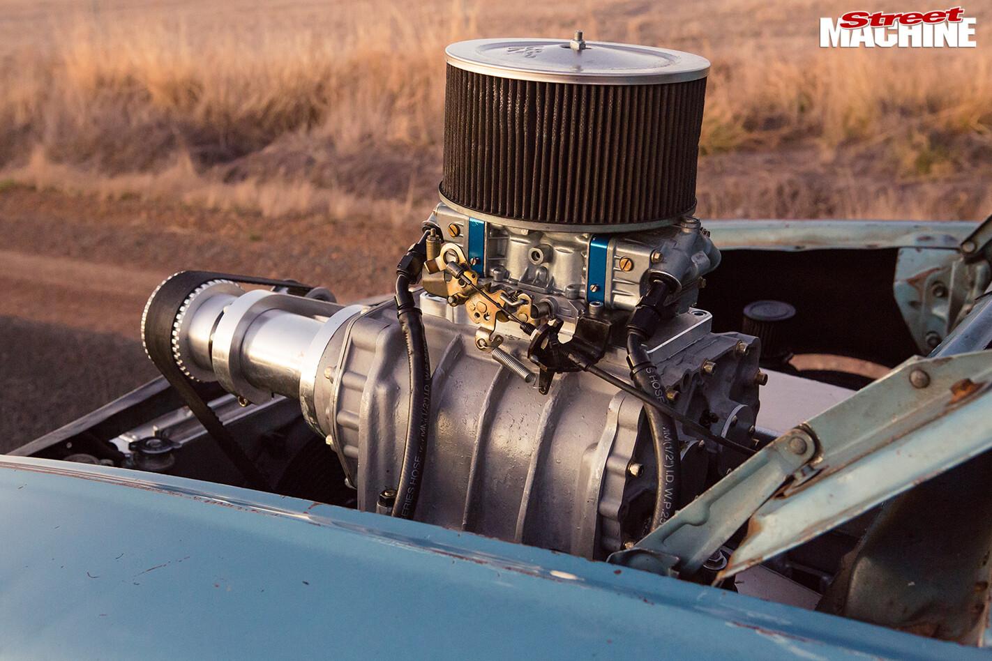 Ford -xl -falcon -ute -engine -detail
