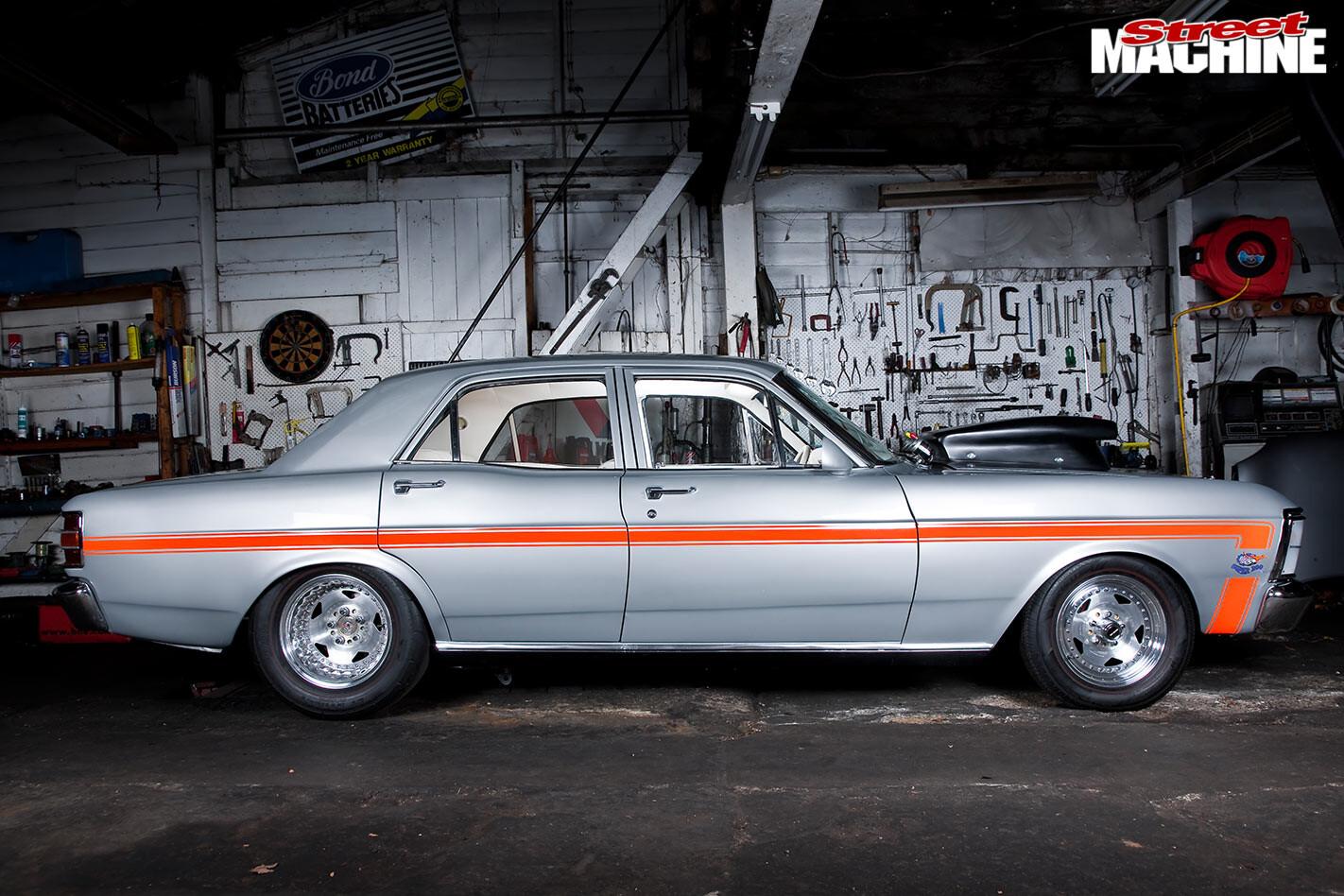 Ford Falcon XW side