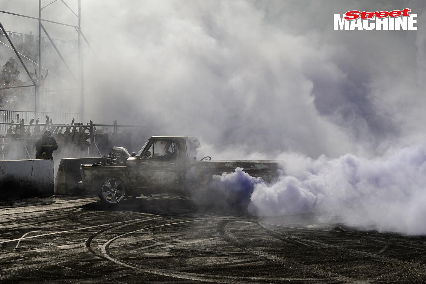 Ford F100 Blown Burnout FDIS