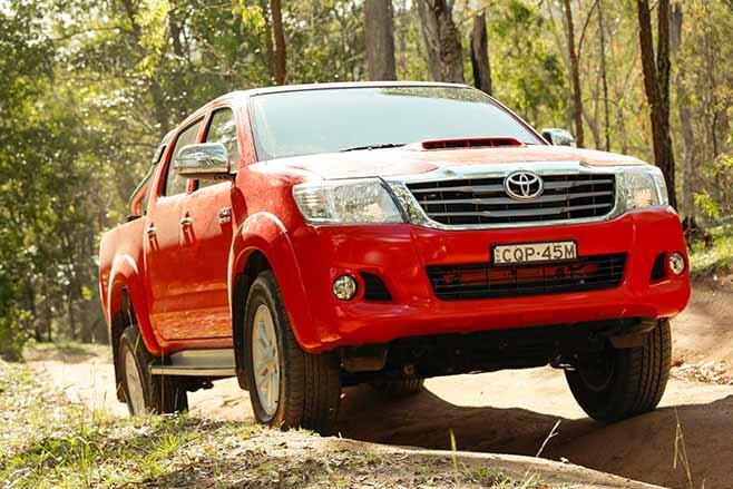 Toyota-Tundra-Crewmax-vs-Toyota-Hilux-SR5-double-cab-hilux