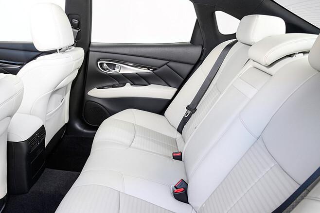 Infiniti -Q70-rear -seats