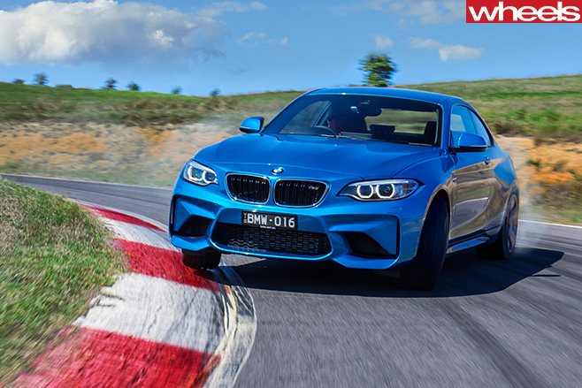2016-BMW-M2-driving -front