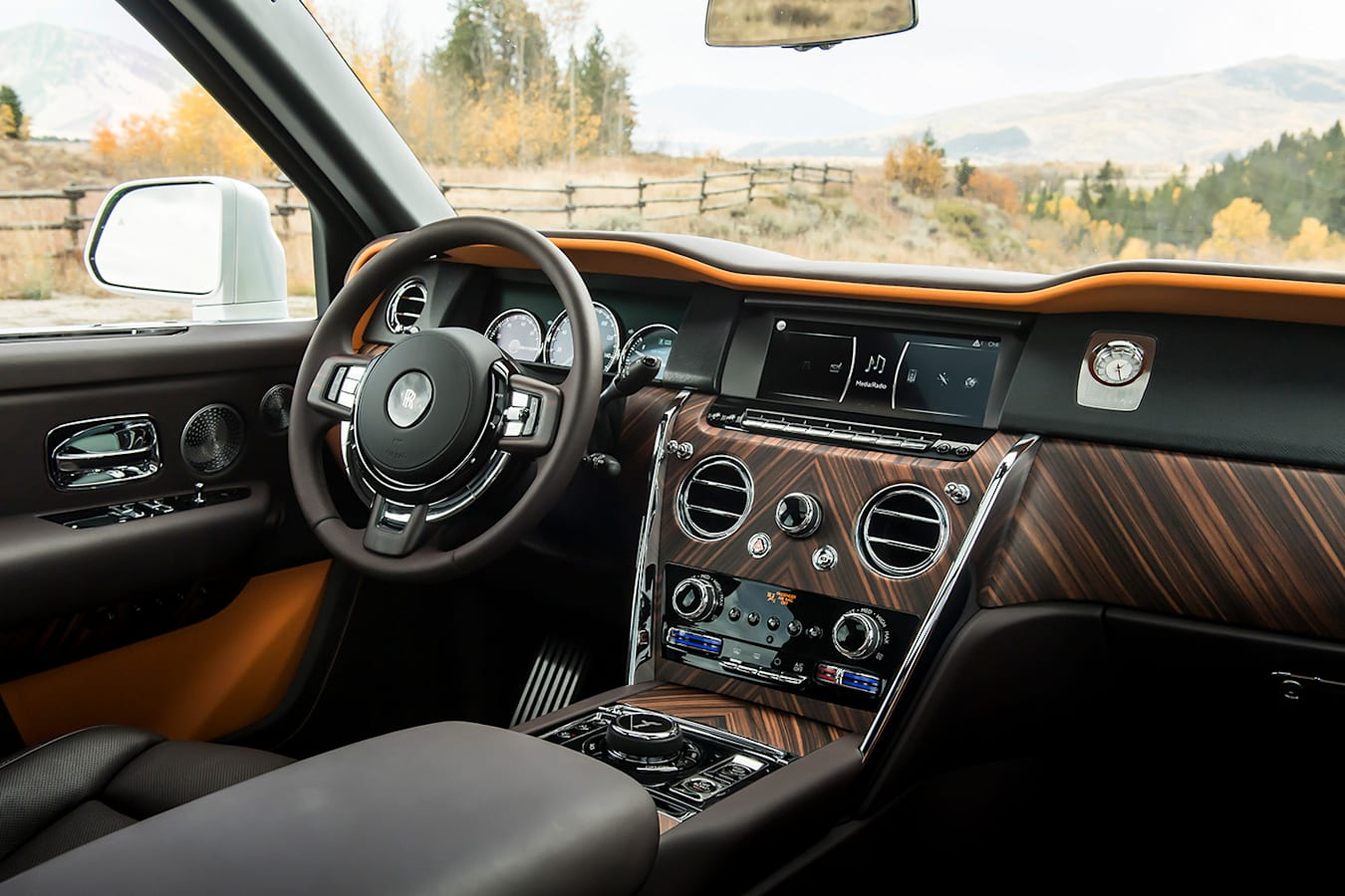 Rolls Royce Cullinan White Inteirors Jpg