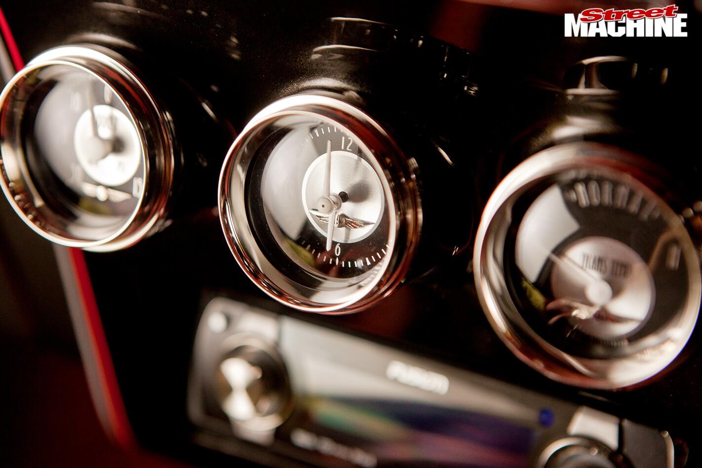 Chevrolet -camaro -gauges