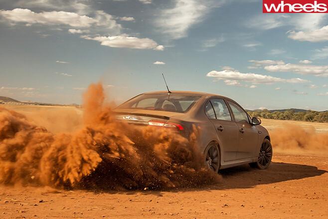 Ford -Falcon -XR8-Sprint -dirt -drifting -rear