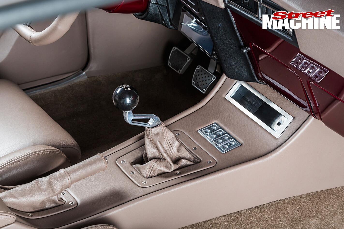 Chevrolet -Camaro -RS-centre -console