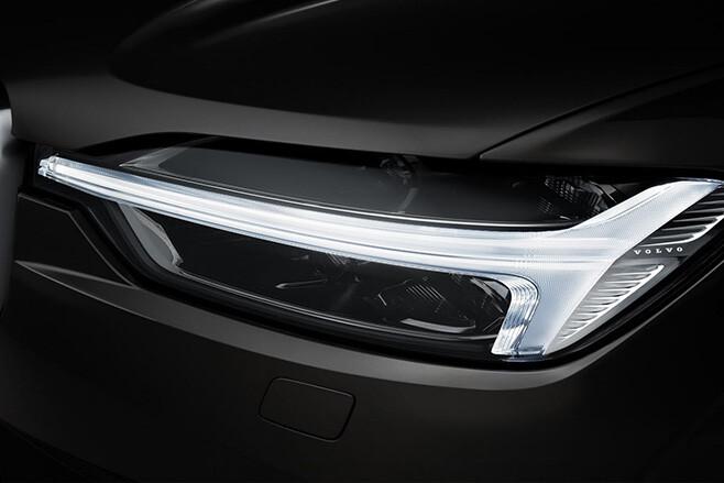 Volvo XC60 headlights