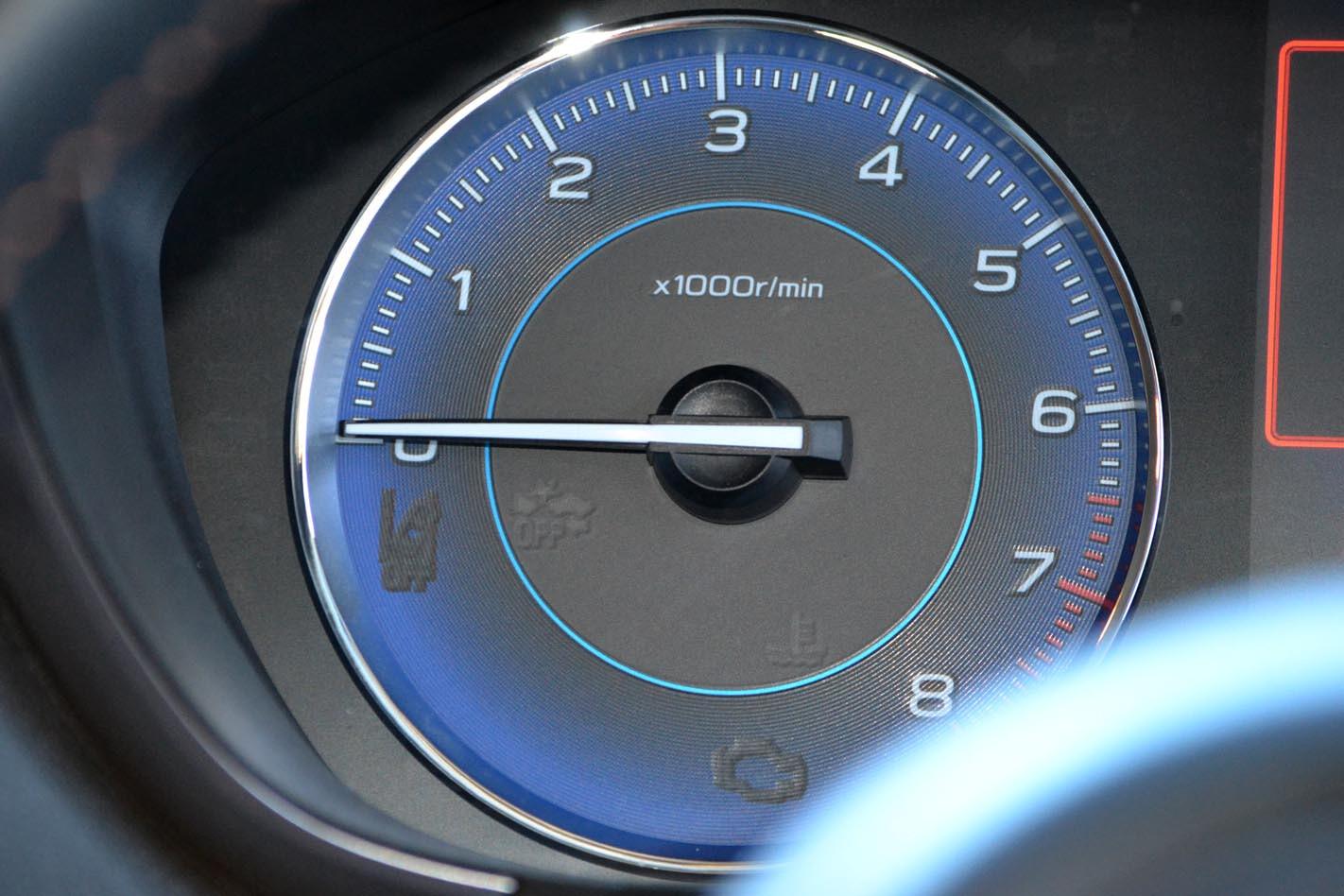 Subaru XV Hybrid tachometer