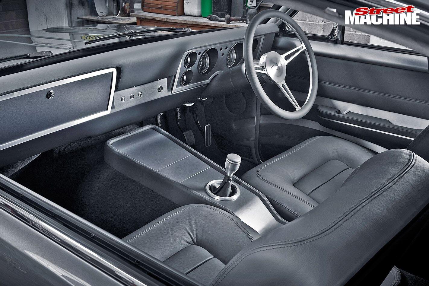 Holden HT Monaro interior front