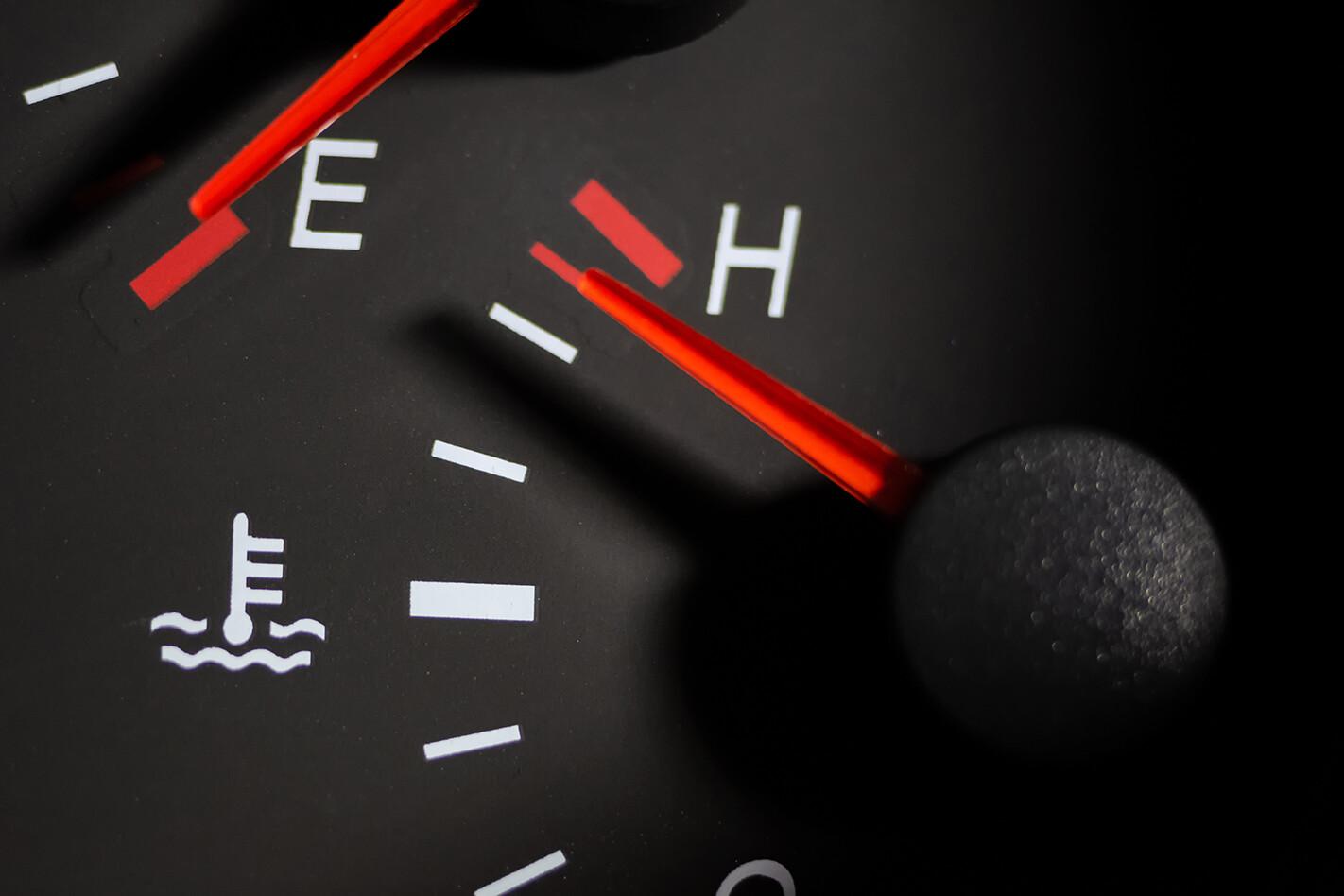 Engine rtemperatire gauge hot