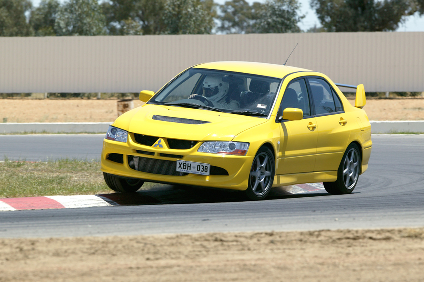2005-Mitsubishi-Lancer-EVO-VIII.jpg