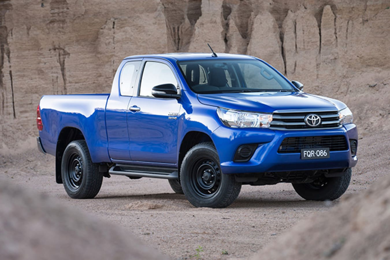Toyota HiLux Front Side