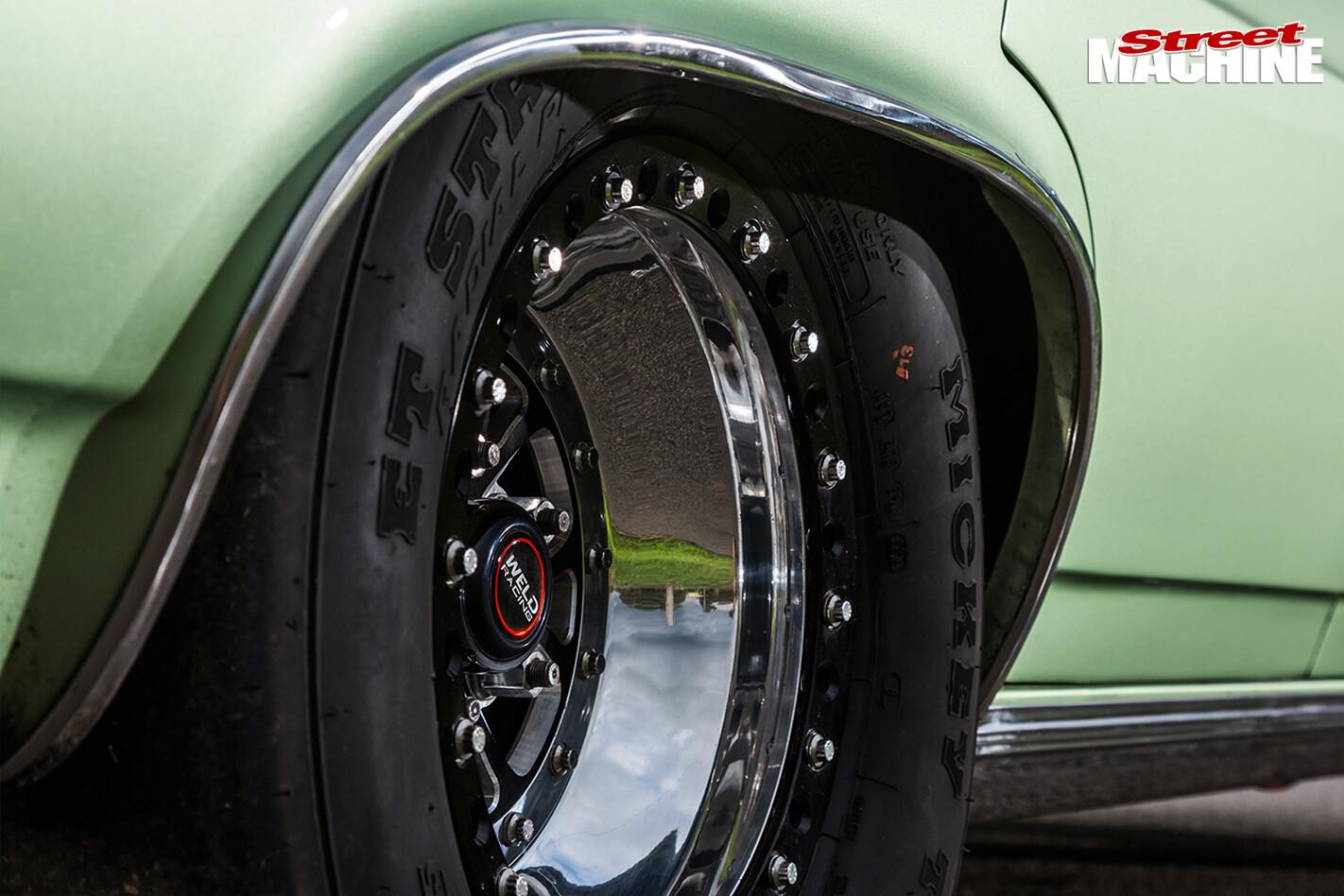 Holden -HR-wheel -right -rear