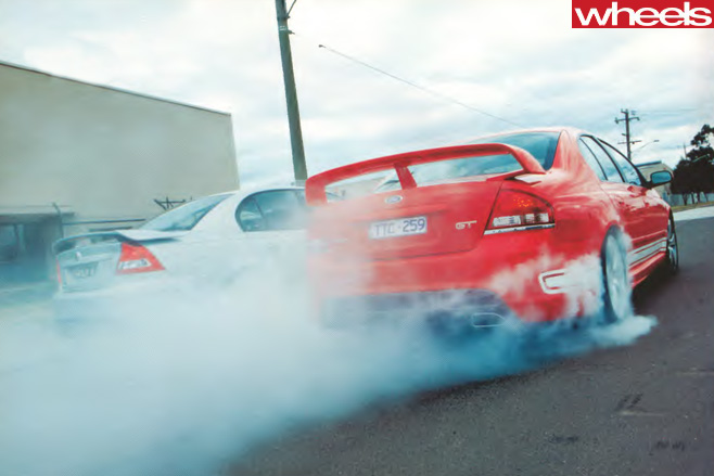 FPV-GT-vs -HSV-Clubsport -R8-burnout