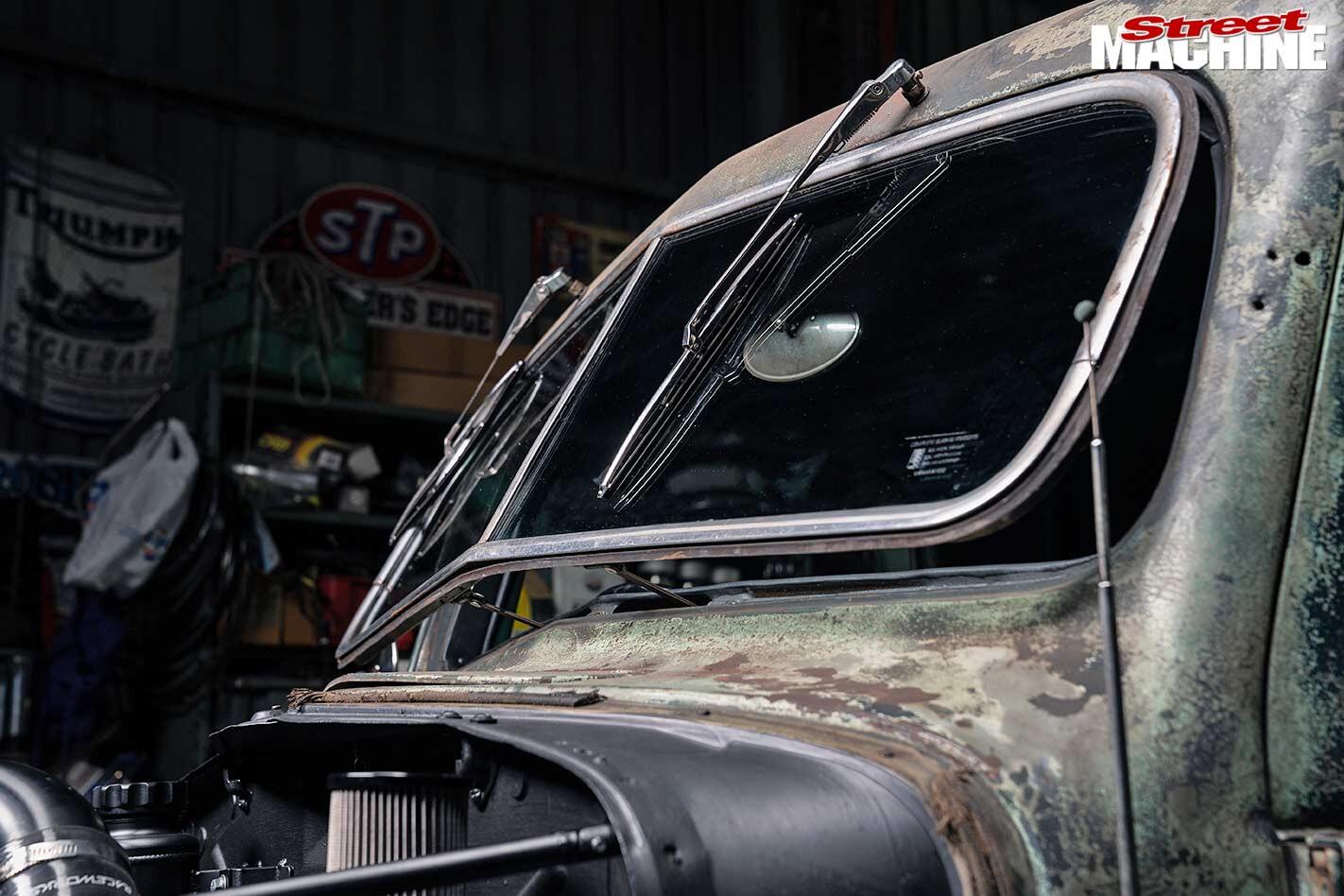 Ford pick-up windscreen