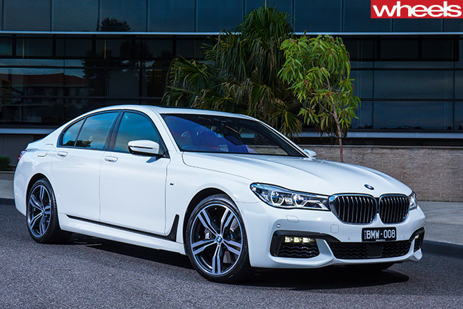 BMW-750i -driving -side