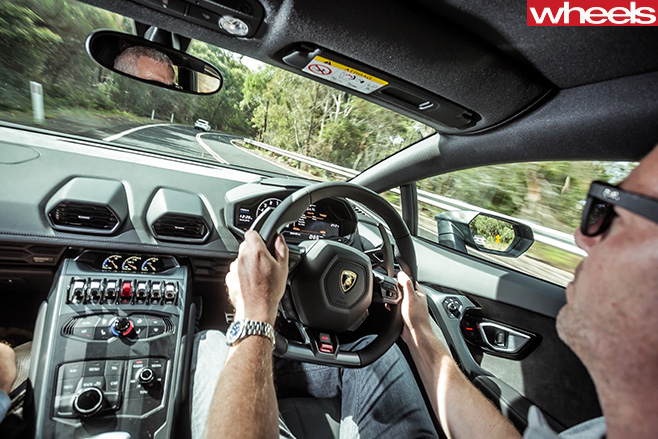Lamoborghini -Huracan -interior -driving
