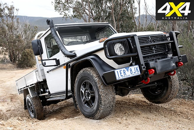 Mercedes-Benz W461-G300-CDI-Cab Chassis uphill