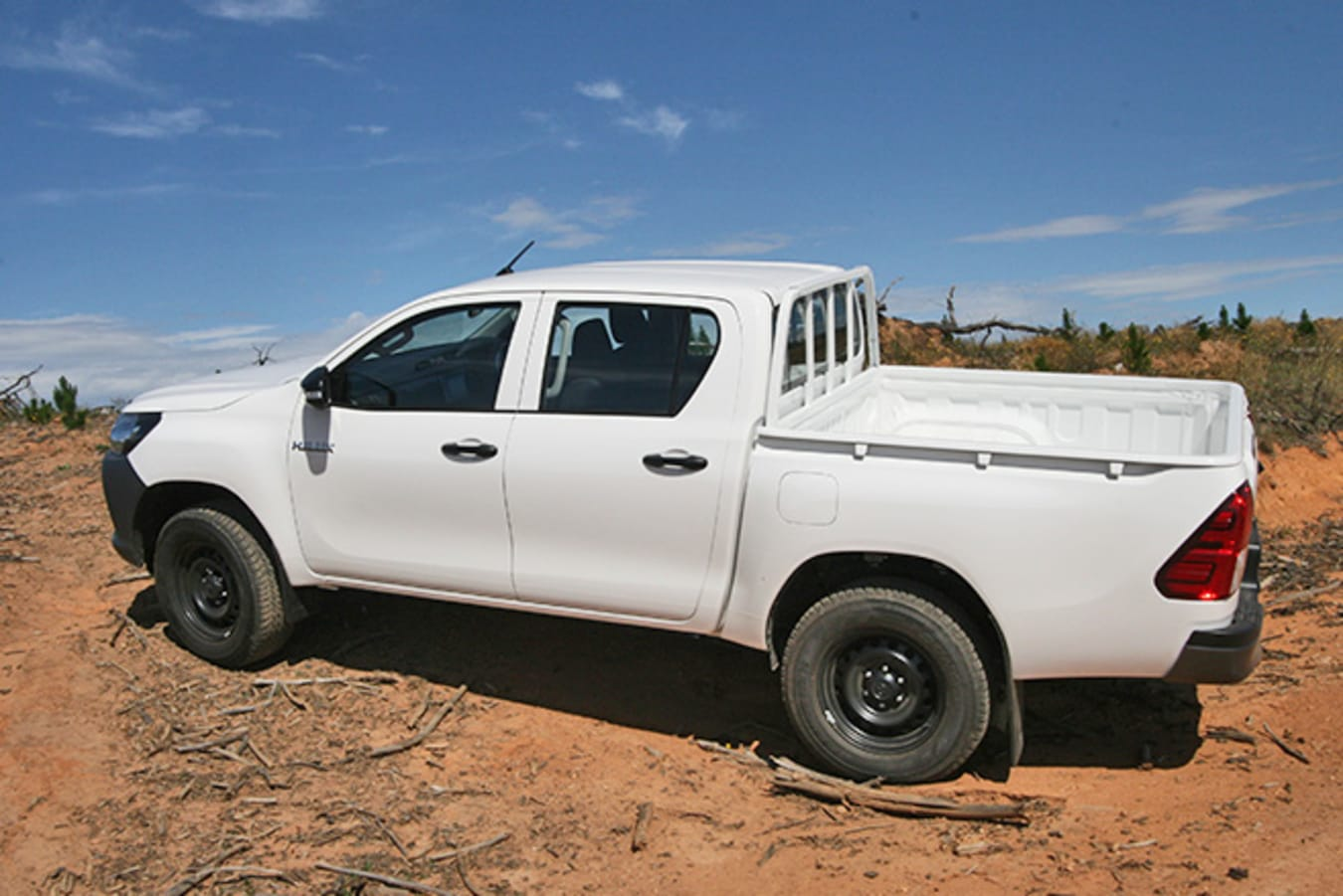 Toyota HiLux 4x4 Workmate side