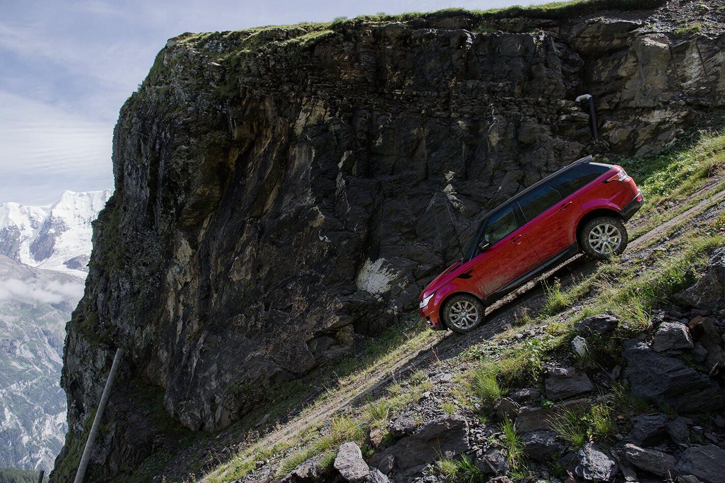 VIDEO: Range Rover Sport tackles the Inferno Mürren ski slope