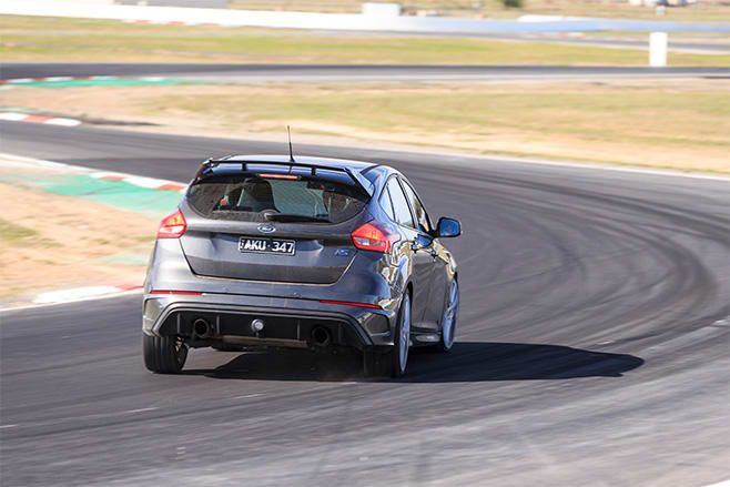 2017 Ford Focus RS rear track