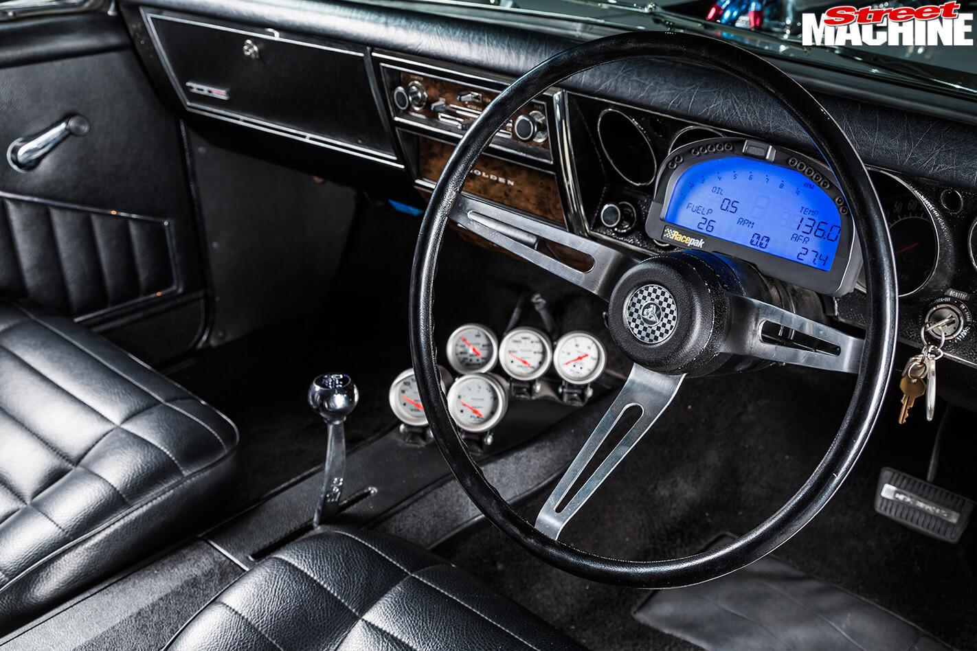 Holden -HG-Monaro -interior -front -dash