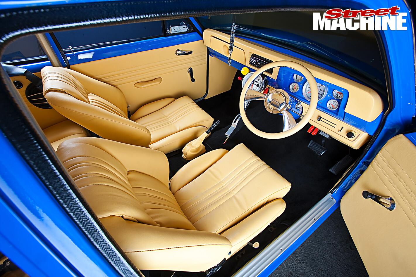 Holden -LJ-Torana -Coupe -interior