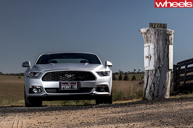 Ford -Mustang -front -silver