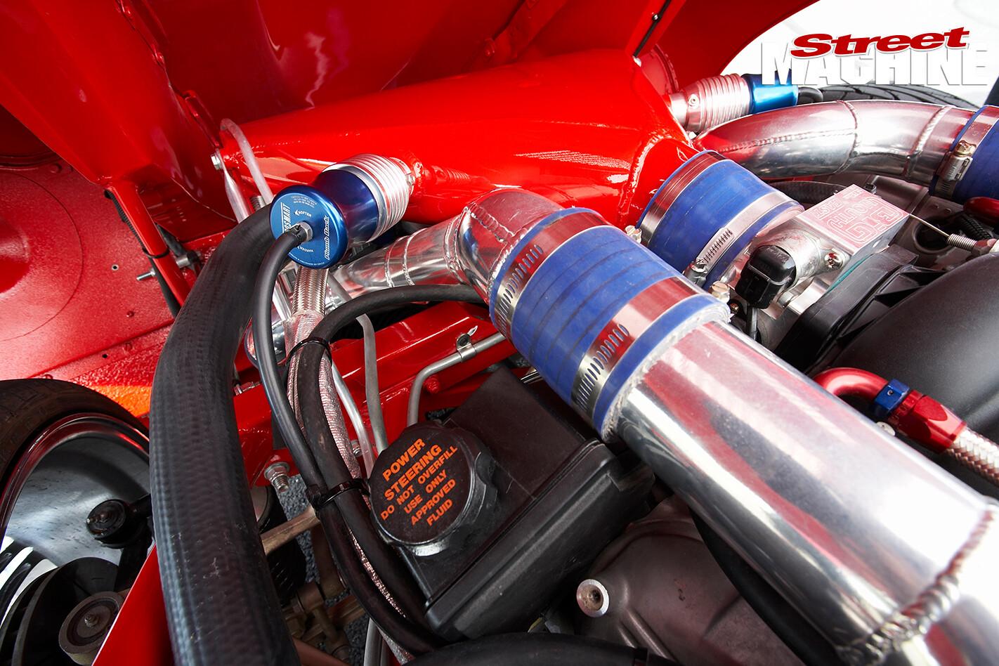 E-type -Jaguar -engine -detail 04