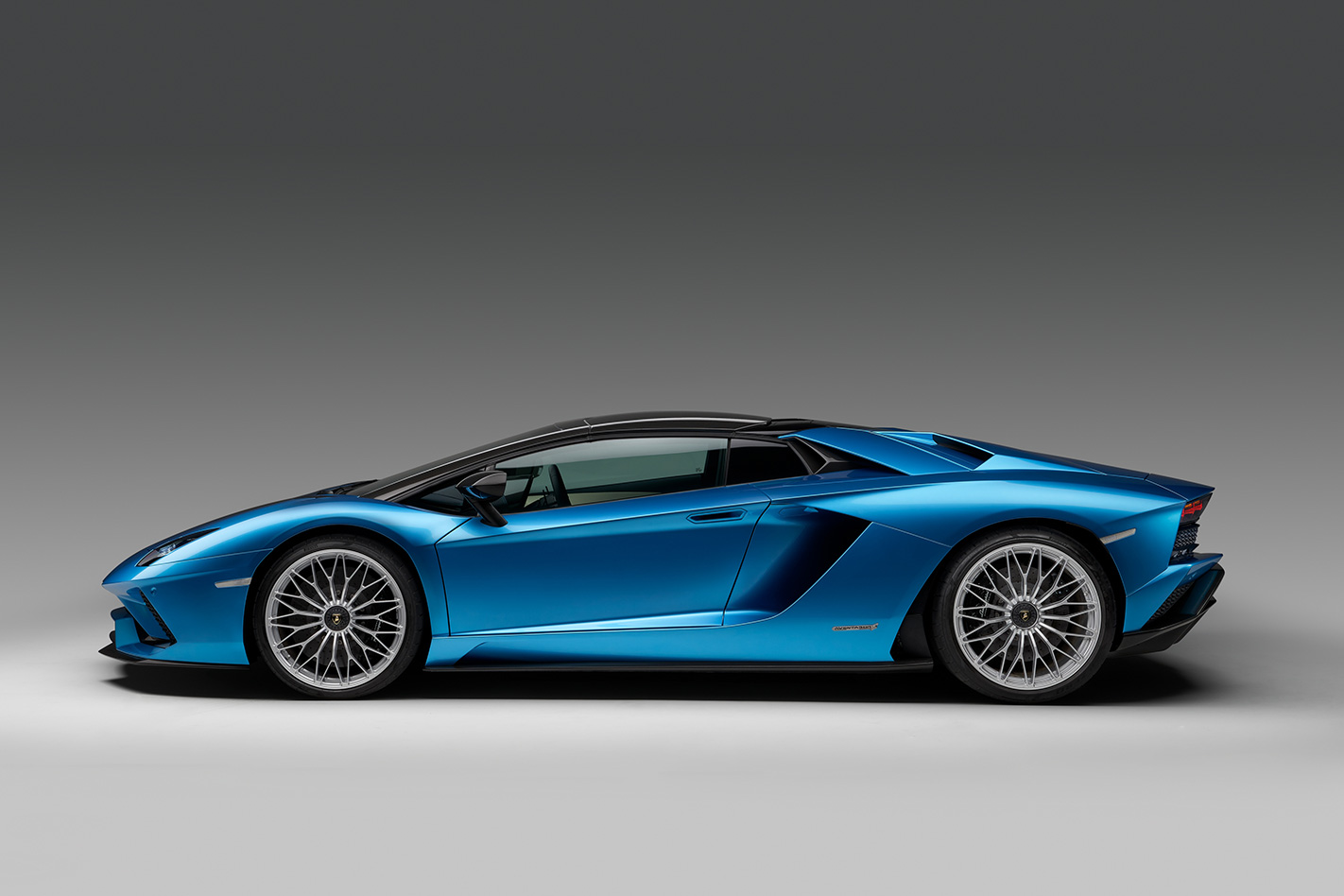 Lamborghini Aventador S Roadster side